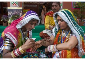 Applying Mehndi, Art & Culture
